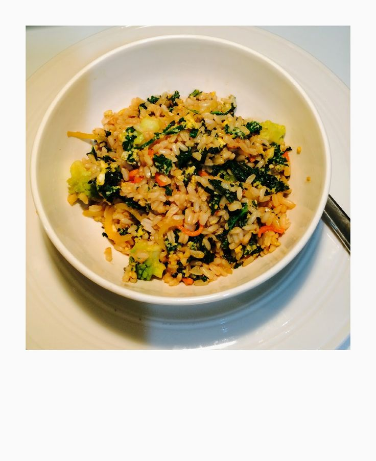stekt ris med grønnkål og egg