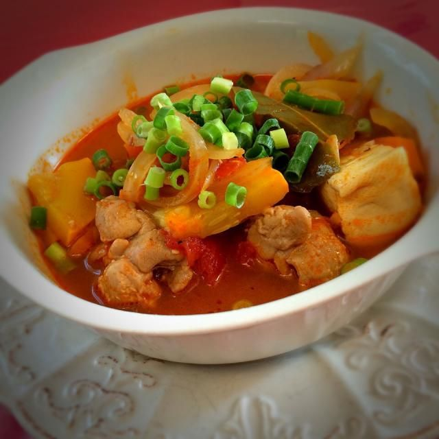 ゆぅさんに昨日、タイの調味料タマリンドを分けてもらいました。 トムヤムクン作ったら パパ「この間のよりおいしい♪」おかわり。 マレーシアにステイしていた息子 「(マレーシアトムヤムクンに)近くなったな」って! タマリンドひとつで、全然違うんですね! - 83件のもぐもぐ - ゆぅさんに教わった                    トムヤムクン風スープ by 1125shino