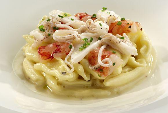 Vito Mollica | Cavatelli cacio e pepe con gamberi rossi marinati e calamaretti
