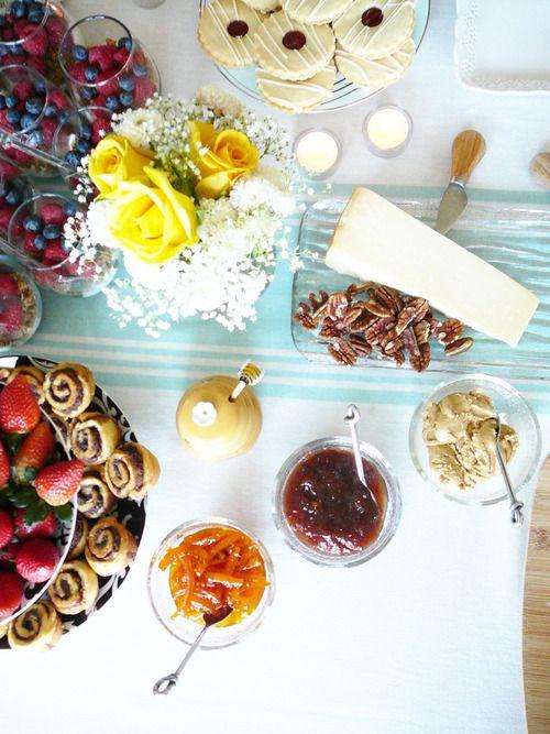 brunch table. brunch party ideas. hostess. splendor in spanglish