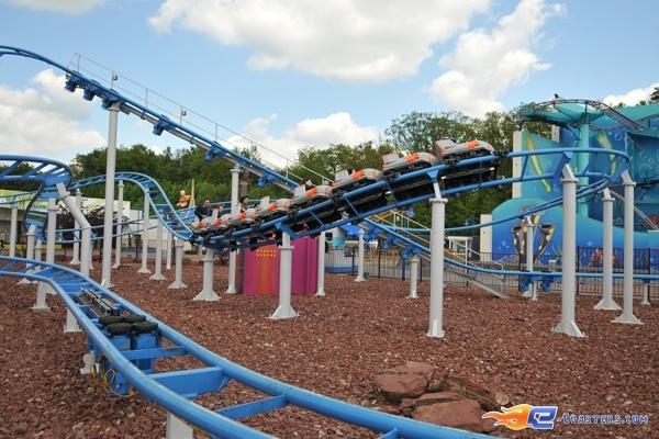 5/11 | Photo du Roller Coaster The Barkyardigans - Mission To Mars situé à Movie Park Germany (Allemagne). Plus d'information sur notre site http://www.e-coasters.com !! Tous les meilleurs Parcs d'Attractions sur un seul site web !! Découvrez également notre vidéo embarquée à cette adresse : http://youtu.be/ztvRclHdpwQ