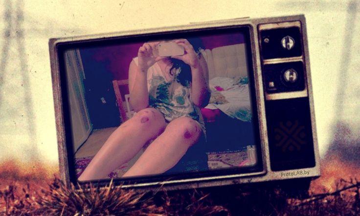 Первое #фото в любом женском айфоне...  #девушки #коленки #iphone #женщины #айфон #селфи #selfie #юмор #прикол #кровать #инженернаястудия