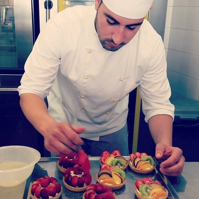 The summer just started and here, at the Lemonis bakery production area, we are making luscious tarts with fresh fruits to welcome it.