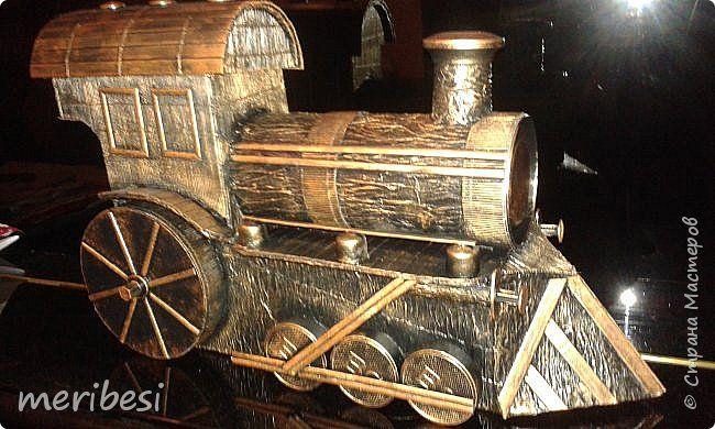 Поделка изделие Моделирование конструирование Паровоз горючее прилагается Дерево Диски компьютерные Картон Клей Коробки Краска фото 1