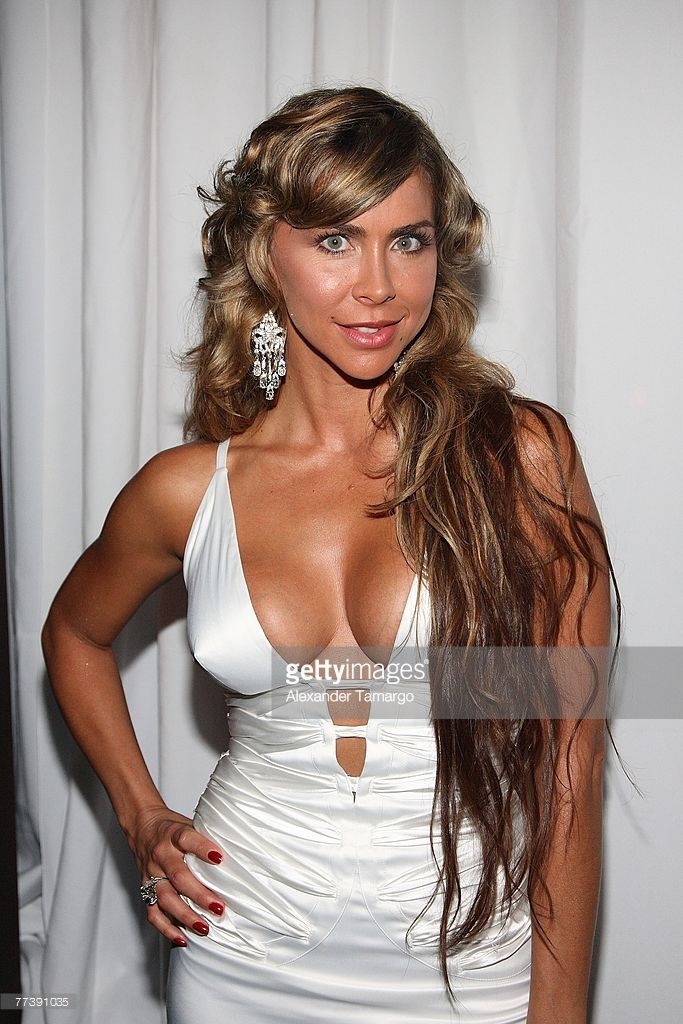 Actress Aylin Mujica poses during the FAMA awards on October 17, 2007 in Miami Beach, Florida.