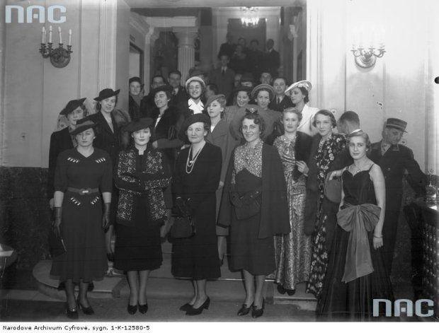 Pokaz mody odbywający się w marcu 1938 roku w Grand Hotelu w Krakowie.