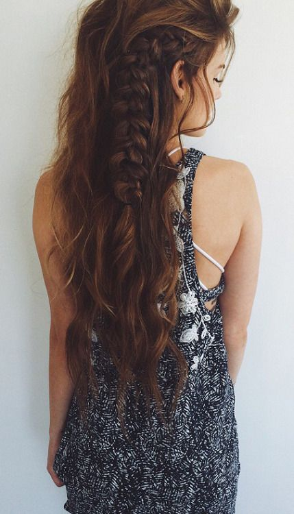 Gorgeous boho side braid. Just a little french braiding, super easy!