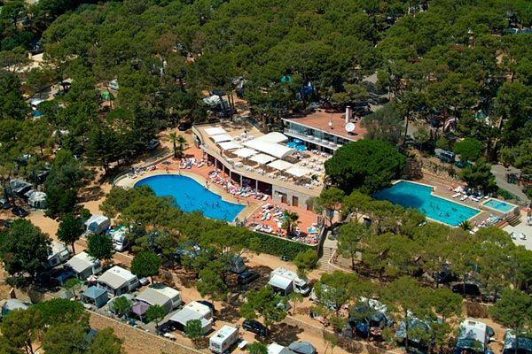 Découvrez le charme des vacances à l'espagnole au camping International de Calonge sur la Costa Brava ! Plus d'infos : https://www.tohapi.fr/costa-brava/camping-international-de-calonge.php #tohapi #vacances #camping #costabrava #espagne #calonge #piscine