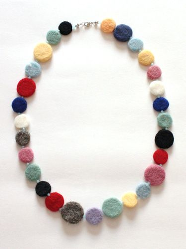 Needle Felting tutorial: Circle Felt Necklace