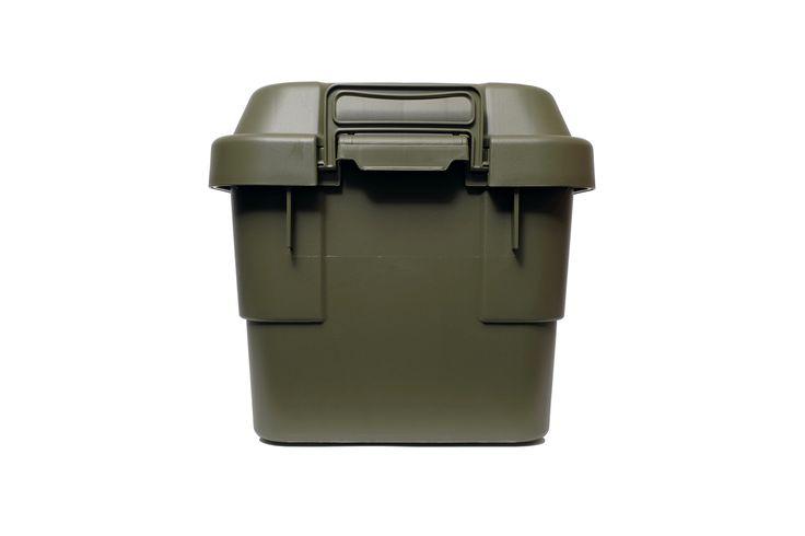 多目的収納ボックスです。フタをしっかり固定できる大きなバックルは、持ち運ぶときにも掴みやすく便利。耐荷重100キロ(7...