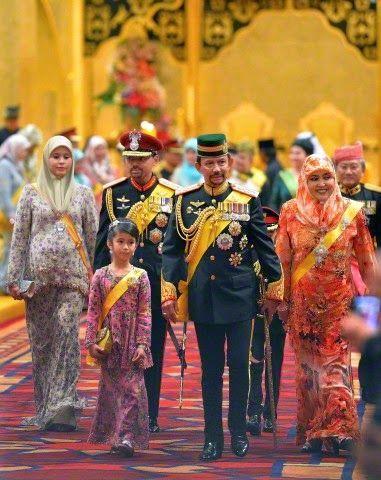 (L-R) Brunei's Pengiran Anak Sarah, her husband Crown Prince Haji Al-Muhtadee Billah, their daughter Princess Muneerah Madhul her father in-law Sultan Hassanal Bolkiah and Sultan's wife Pengiran Anak Saleha, Queen consort of Brunei attends the royal wedding ceremony of their son Prince Abdul Malik and Dayangku Raabi'atul 'Adawiyyah Pengiran Haji Bolkiah in the Nurul Iman Palace in Bandar Seri Begawan, Brunei, 12.04.2015.