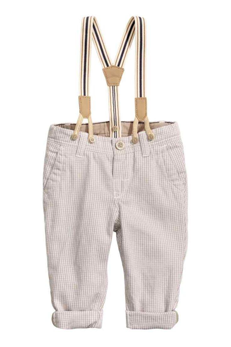 Pantalon avec bretelles: Pantalon à carreaux en coton tissé. Élastique réglable à la taille et braguette avec bouton. Poches latérales et fausse poche à rabat dans le dos. Bretelles élastiques amovibles.