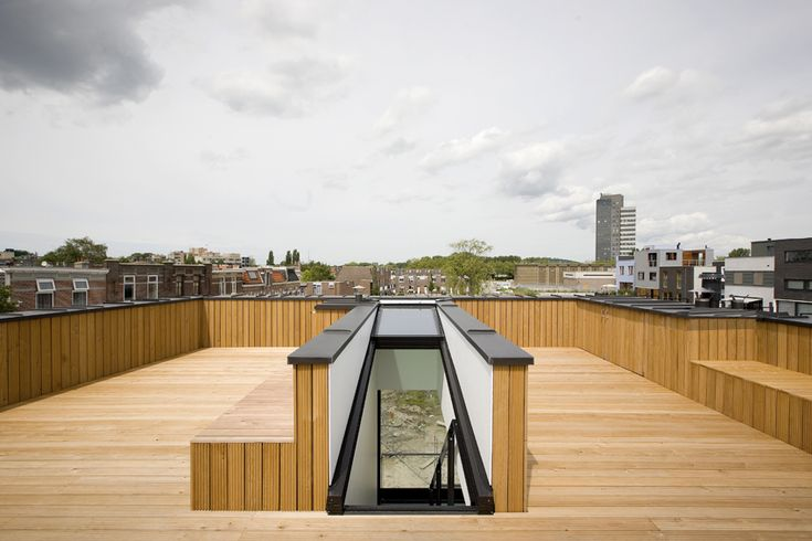 This is a cool way to access a roof terrace. The window slides automatically open so that you can access the top without bumping your head against any ceiling. House in Leiden, Netherlands by Pasel.Kuenzel