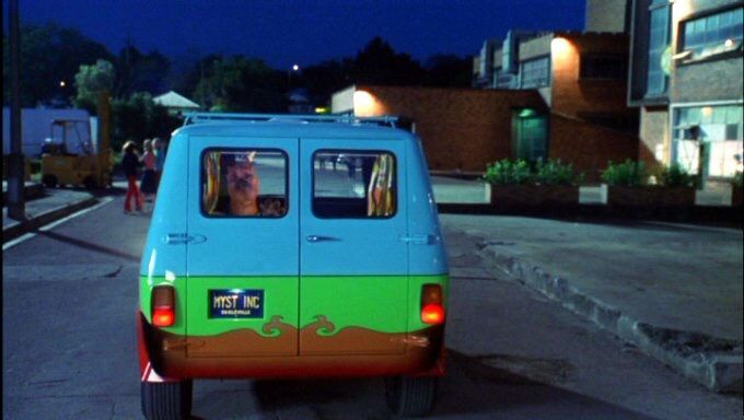 Scooby looking out the back window of the mystery machine - Scooby doo voiture ...