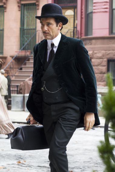 """Turning back the hands of time to 1900 was no mean feat on """"The Knick,"""" which premieres Fridayat 10 p.m. on Cinemax. The drama about a struggling New York City hospital was filmed in 70 days in a …"""
