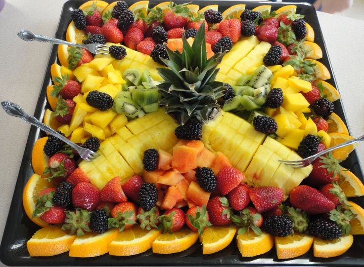 Fruit Designs for Parties | Loveddd the fruit tray her Mom put together!