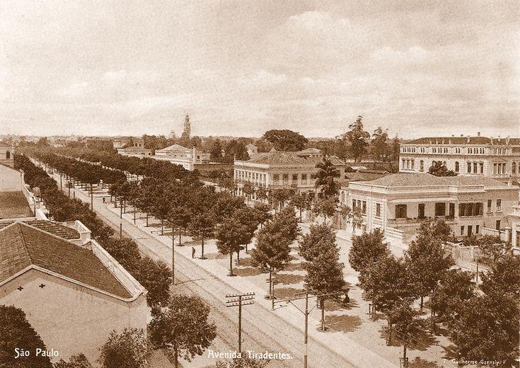 Guilherme_Gaensly_-_Avenida_Tiradentes,_c._1900