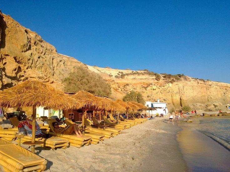 Bundan sonra kararımız ilk gün gittiğimiz plaja geri dönmek.Firiplaka 'da uzun süre kalarak plajı neredeyse biz kapatıyoruz. Yüzüyoruz, yürüyüş yapıyoruz... Daha fazla bilgi ve fotoğraf için; http://www.geziyorum.net/milos/