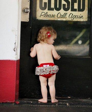 rufflebutt diaper cover- cute!: Sports Team, Rufflebutt Diapers, Bloomerwww Rufflebutt Com, Baby Bloomers, Ruffles Style, Diapers Covers, W Gray Ruffles, Red W Gray, Gray Sports