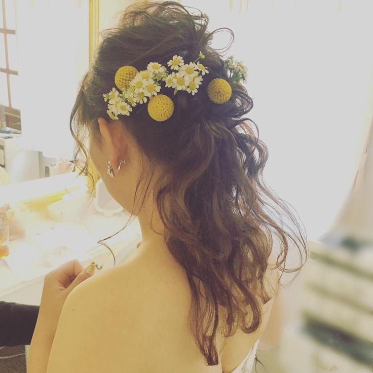 ウェディングドレスでのパーティー入場♡ クラスペディア🌕 マトリカリア❁ ・ ・ #クラスペディア #マトリカリア #ローポニーテール #花嫁 #花嫁ヘア #プレ花嫁 #リアル花嫁さま #ウェディングドレス #ウェディングレポ #ナチュラルウェディング #サマーウェディング #2017夏婚 #ブーケ #結婚式 #結婚式準備 #新郎新婦 #結婚式ヘアセット #ナチュラルヘア#挙式ヘア#ヘアメイク #ヘアセット #ブライダルヘアメイク #全国のプレ花嫁さんと繋がりたい#日本中のプレ花嫁さんと繋がりたい