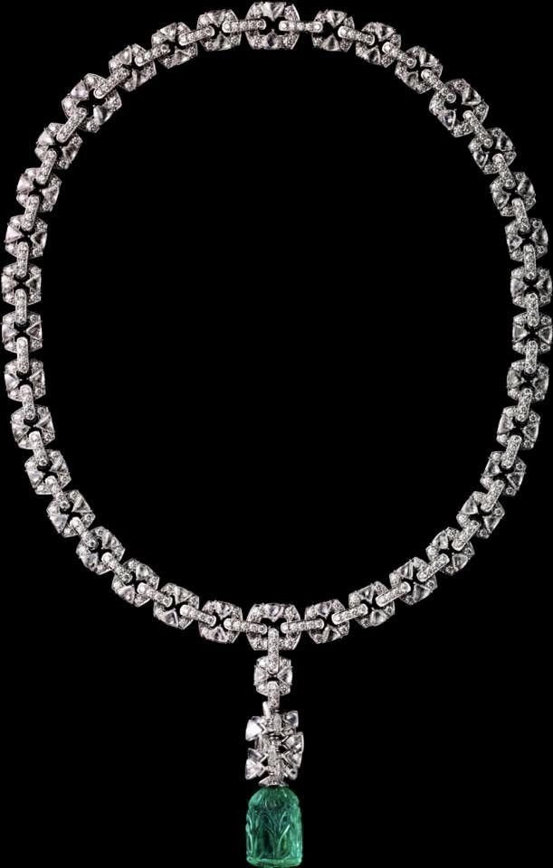 CARTIER. Neklace - platinum, one 18.48-carat carved emerald from Colombia, triangular-shaped briolette-cut diamonds, brilliant-cut diamonds. #Cartier #ÉtourdissantCartier #2015 #HauteJoaillerie #HighJewellery #FineJewelry #Emerald #Diamond