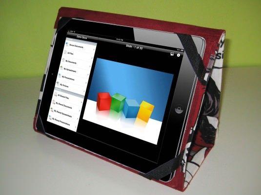 Instrucciones detalladas y fotografías del paso a paso para coser una funda articulada para un Ipad.