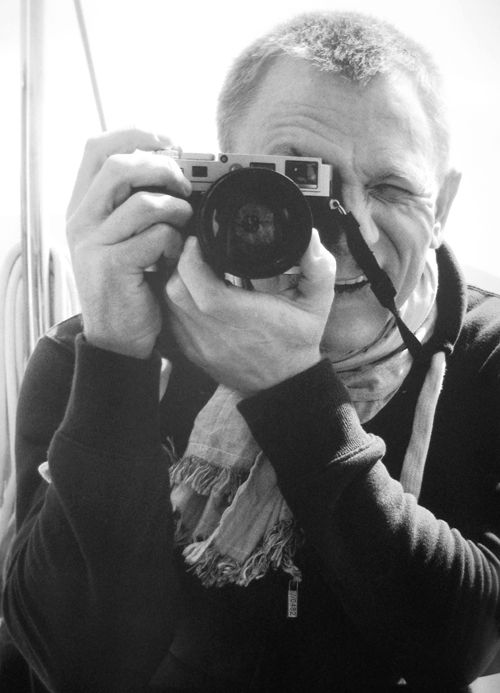 """Daniel Craig on the set of """"Skyfall"""" with a Leica"""