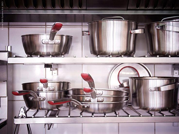 Nya köksserien SENSUELL i rostfritt är enkel och rejäl i designen med ett formspråk som passar både för matlagning och servering direkt på bordet. En hel serie av proffsiga kokkärl för alla som älskar att laga mat.