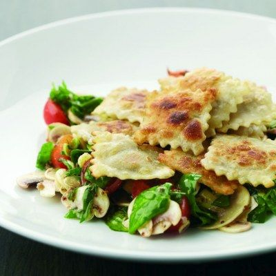 Gebakken ravioli met spinazie-champignonsalade · EVA maakt het plantaardig http://www.evavzw.be/recept/gebakken-ravioli-met-spinazie-champignonsalade