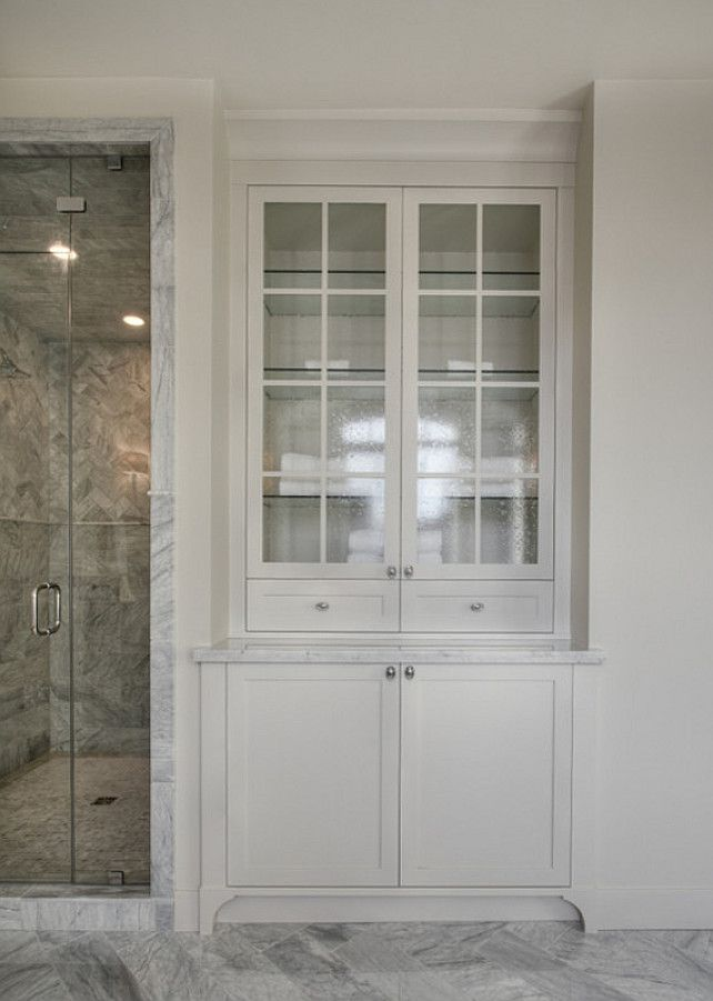 Bathroom built-in, foot detail