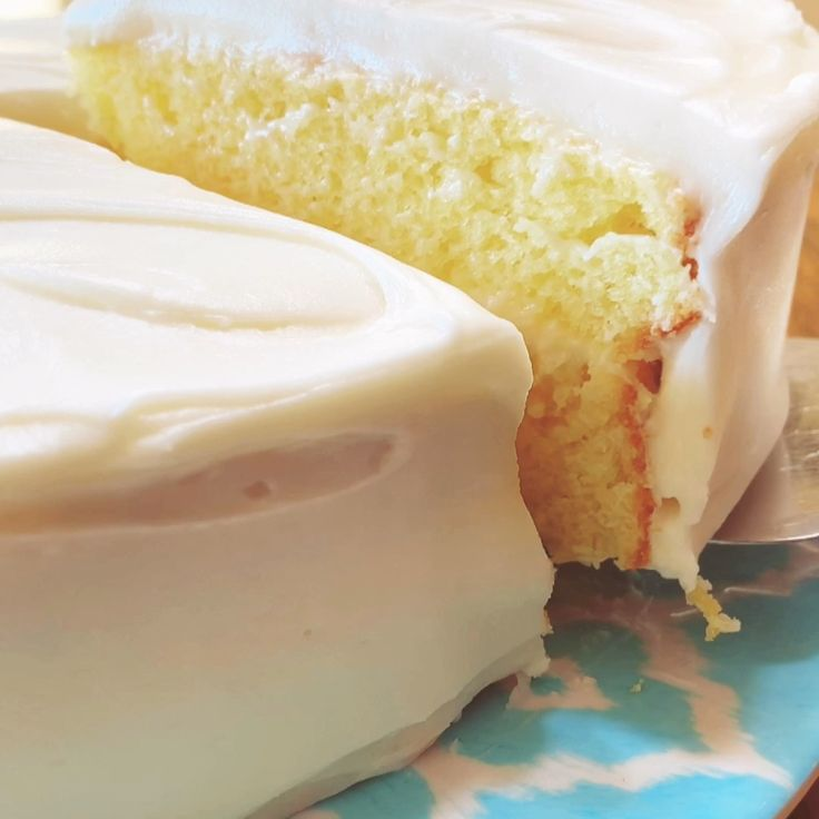 From Scratch Lemon Cake with Lemon Cream Cheese Frosting  – essen und trinken