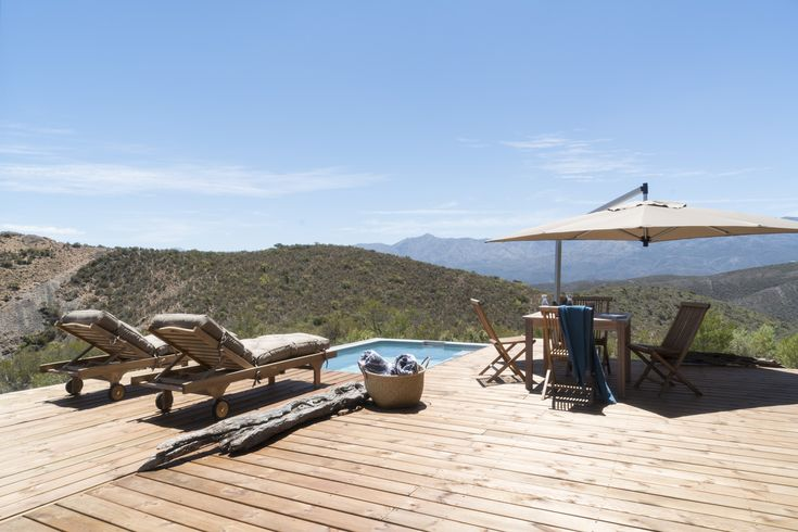 Blissfully comfortable off-the-grid hideaway in the Redhill Mountains with 360-degree views of the Swartberg #Calitzdorp #hideaway #selfcatering #escape #mountains