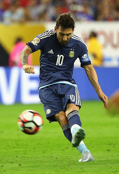 #COPA2016 Lionel Messi of Argentina scores a goal on a free kick in the first half against the United States during a 2016 Copa America Centenario Semifinal...