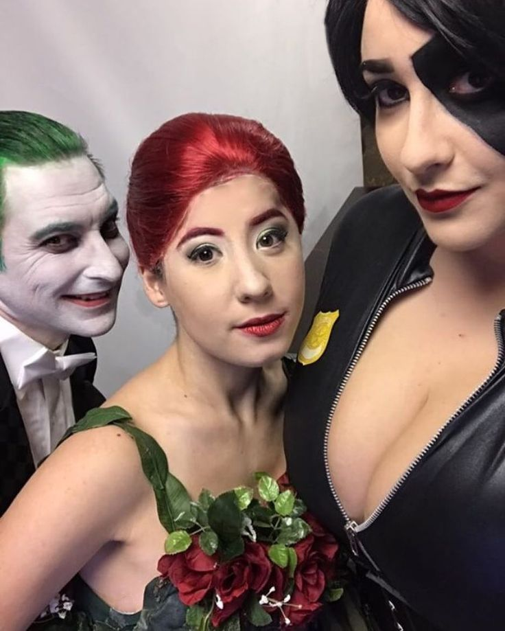 Forget the Justice League or the Batman and Wolverine crossovers... THIS would make an interesting team up . _____________________________ Its been about two weeks since Thy Geekdom Con but I literally feels like yesterday? It was nice seeing and taking this -super- selfie with @kevindcosplay and @bluegrayemma ! Their Joker and Domino Cosplays are amazing along with so many more so I highly suggest you check out their work!  _______________________ Speaking of weird crossovers.... have any…