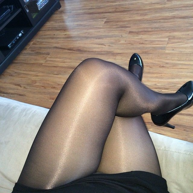 Legs crossed pov cow girl dick riding