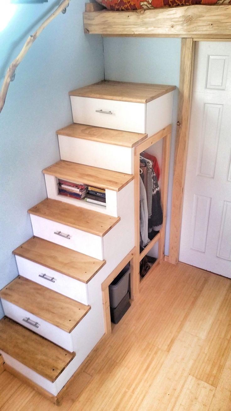 離れの多目的スペース】ロフト付き超狭小ワンルーム | 住宅デザイン ロフトベッドに上がるための収納付き階段1