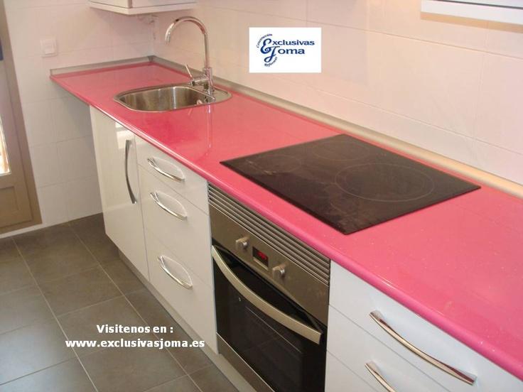 Muebles de cocina a medida en color blanco alto brillo con encimera de