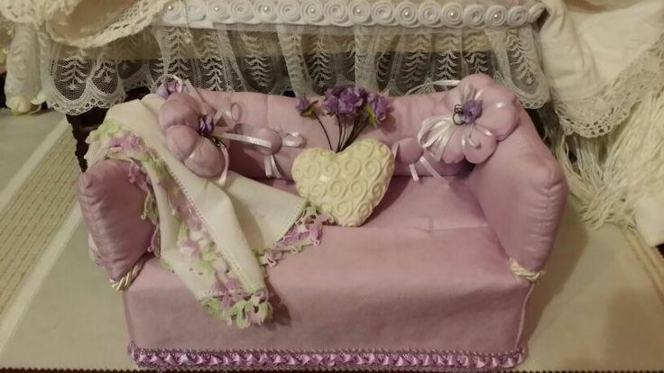 Divanetto porta fazzolettini   di Patty S.  Il  mio mondo di cuori