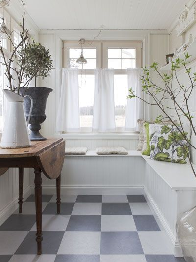 laundry room floor, wood with checkerboard painted on. Anna Truelsen inredningsstylist: Vårfint..