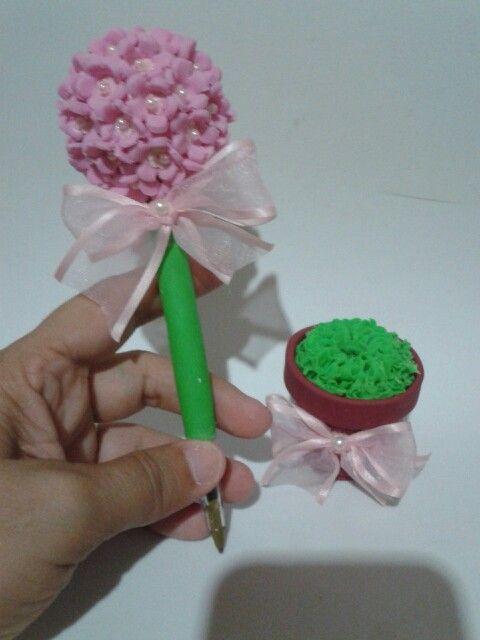 Lapicera decorada en forma de topiario arbolito con maceta florcitas