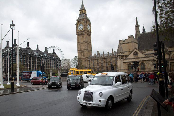 Падающие башни мира. Биг-Бен, Лондон, Великобритания.