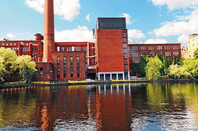 La fábrica de papel Ako en el río Tammerkoski. Tampere. Finlandia.