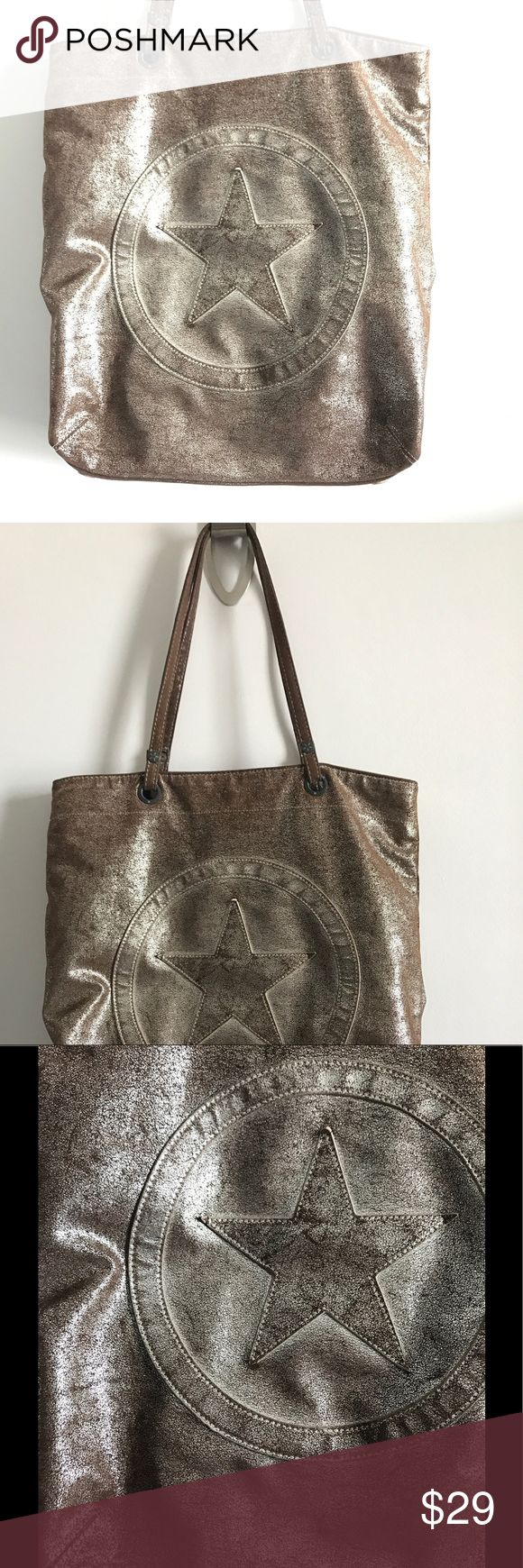 Converse bag sport perfect for the gym distressed Magnet clousure zipper pocket inside Converse Bags Totes