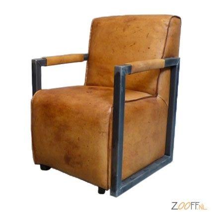 Zooff Designs Leren Eetkamerstoel op Wielen - De Vintage Leren Eetkamerstoel op Wielen van Zooff Designs is een verrijdbare eettafel stoel met een optimaal zitcomfort. De heerlijke zitting is gemaakt van buffelleder. Handmatig ingekleurd waardoor er kleurverschil kan ontstaan. Hierdoor krijgt de lederen stoel met armleuningen een eigentijds karakter. De design stoel is duurzaam, stijlvol en gemakkelijk te onderhouden. De wielen onder deze stoel maken de eetkamerstoel gemakkelijk…