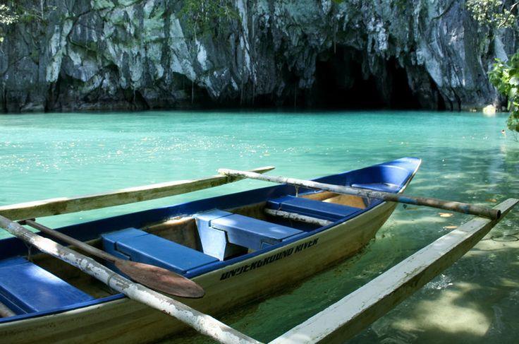 É possível percorrer de barco o rio subterrâneo Puerto Princesa, nas Filipinas