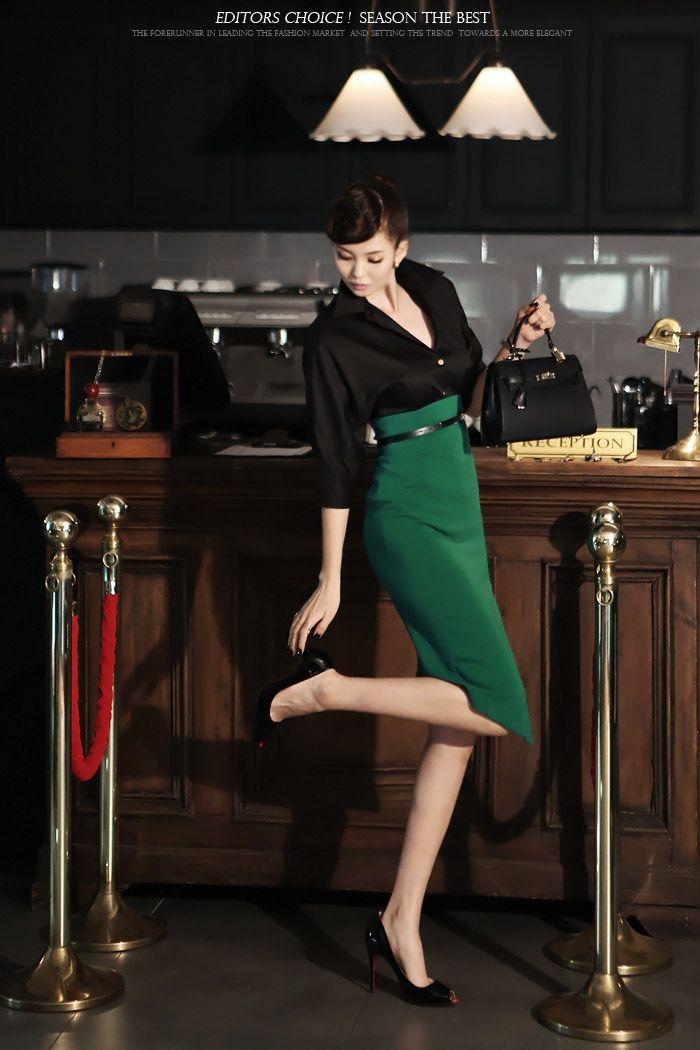 韓国婦人服通販 レディースファッション 女性らしさと高級感のあるスタイルを志向するDINTだけのブラウス、ノースリーブブラウス[DINT] BLOUSE B1381 ゴールドボタンボリューム袖ブラウス (当日出荷) BLOUSE