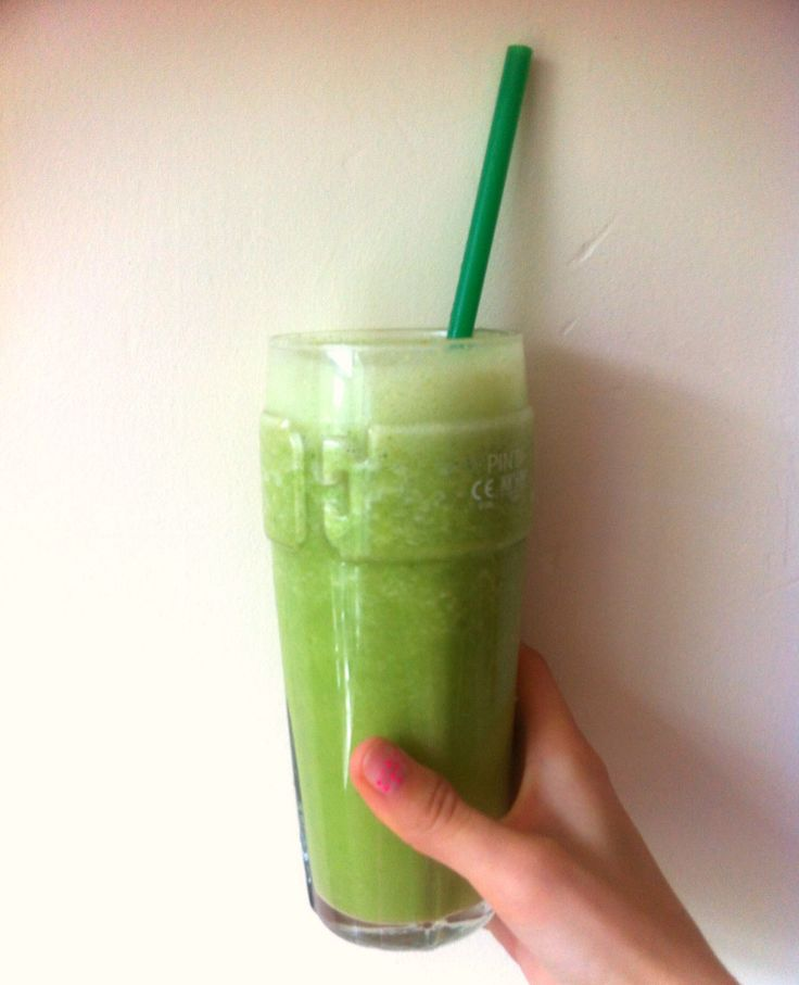 Green smoothie: sesame milk, kale, celery, ginger, cucumber and mint