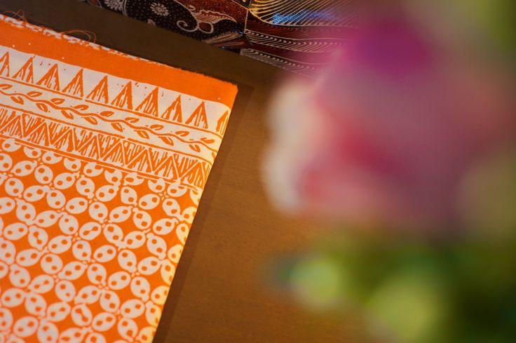 Batik Garutan motif kawung warna orange