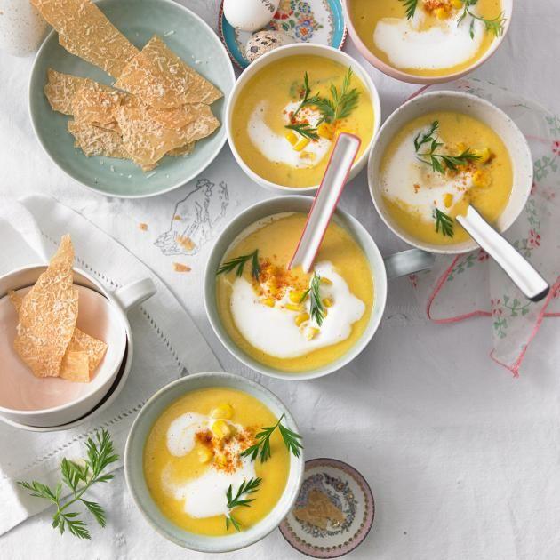 Rezept: Frühlings-Samtsuppe mit Parmesan-Chips - [LIVING AT HOME]