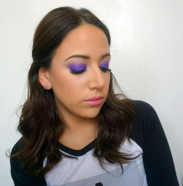 A pop of Purple / Purple Eyes . Pink Lips . Bronzed Skin . Contour . Curled Hair . Fashion /